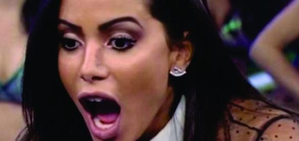 Neste último sábado a cantora Anitta bateu boca com uma seguidora que a criticou