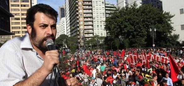 Guilherme Boulos em protesto promovido pelo MTST.