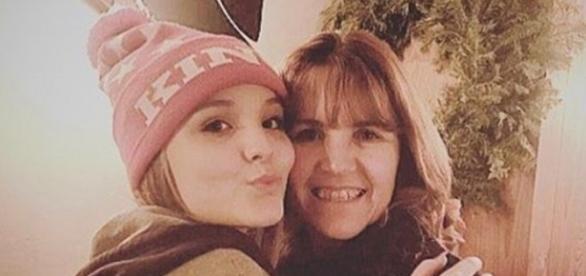 Larissa Manoela usa seu perfil no Instagram para defender os pais