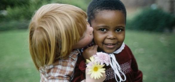 Racismo é crime e deve ser combatido.