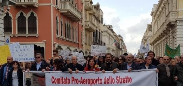 ReggioTV - News - Il Comitato a tutela dell'Aeroporto dello ... - reggiotv.it