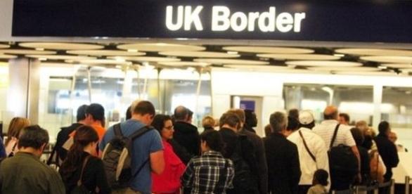 Zona de control într-un aeroport din Marea Britanie