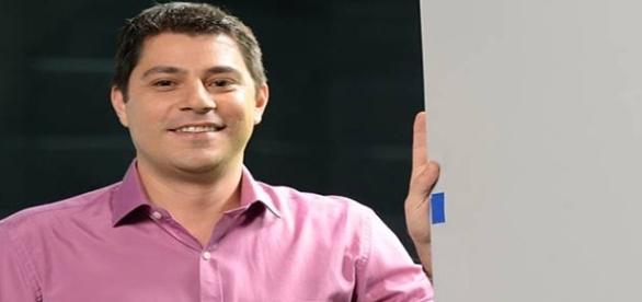 Evaristo Costa gasta pequena fortuna com ternos (foto: reprodução TV Globo)