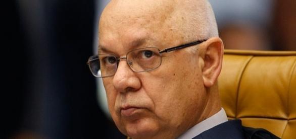 O ministro Teori Zavascki morreu vítima de um acidente aéreo.