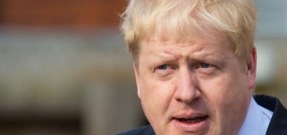 Obama hits back at Boris Johnson's alleged smears - BBC News - bbc.co.uk