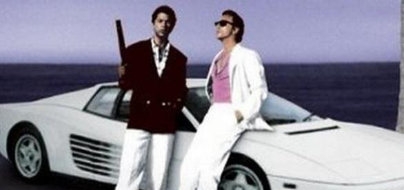 A Ferrari Testarossa era uma da estrelas do seriado, ao lado de Don Johnson (d) e Phillip Michael Thomas