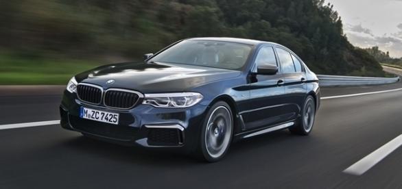 BMW M550i xDrive é a versão de alto desempenho e top de linha do novo Série 5