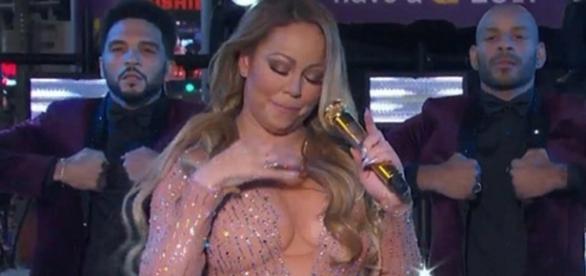 Mariah Carey paga mico em apresentação - Google