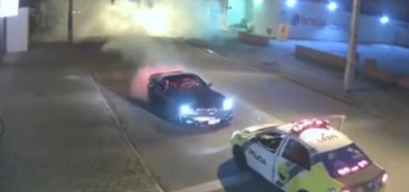 Motorista do Corvette aparentava sinais de embriaguez, segundo os PMs