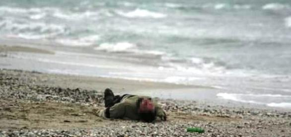 ROMÂN de 53 de ani GĂSIT MORT în apropierea unei plaje din ITALIA - imagine de arhivă