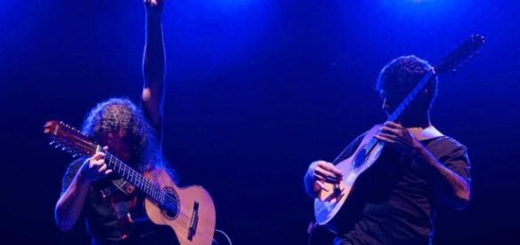 """Vignini e Helder são conhecidos pela sua """"moda de rock"""", lançada no CD """"Moda de Rock - Viola Extrema"""", de 2011."""