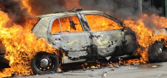 Cantora foi queimada viva - Google