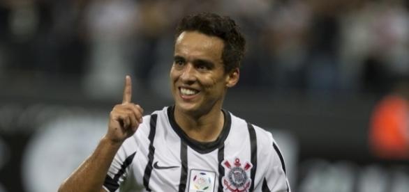 Jadson estaria mais próximo do Corinthians