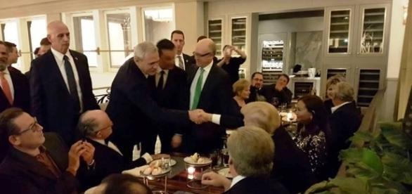 Liviu Dragnea dă mâna cu Donald Trump