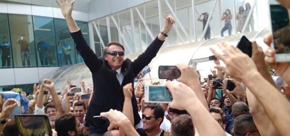O parlamentar já possui um histórico de recepções calorosas em aeroportos pelo Brasil