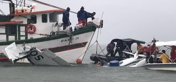 Resgate do avião no mar de Paraty, RJ (Foto: Marcos Landim/TV)
