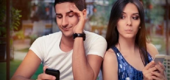Este é o sinal mais comum em uma traição. O celular sempre fica desligado quando ele está com você.