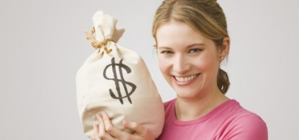 As mulheres adoram comprar itens como maquiagens, bolsas e sapatos