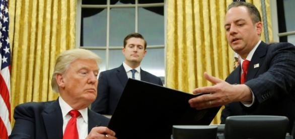 Donald Trump assinou o primeiro decreto para começar a desmantelar Obamacare.