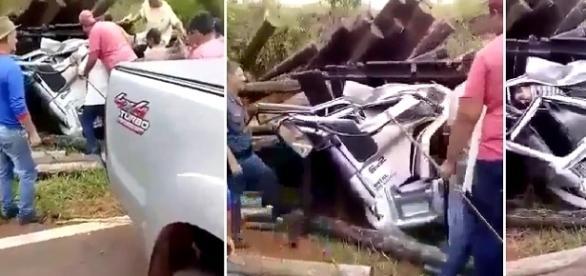 Homens conseguem remover destroços e abrir a lataria do veículo