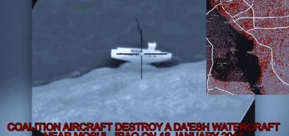Le Pentagone a diffusé des images de bateaux chargés de djihadistes fuyant l'est de Mossoul à présent aux mains des forces kurdes et irakiennes