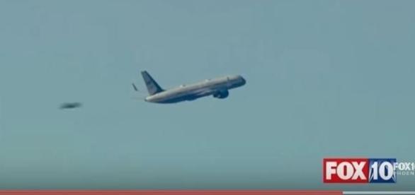 Objetos enigmáticos são flagrados ao redor de avião presidencial (FOX NEWS)