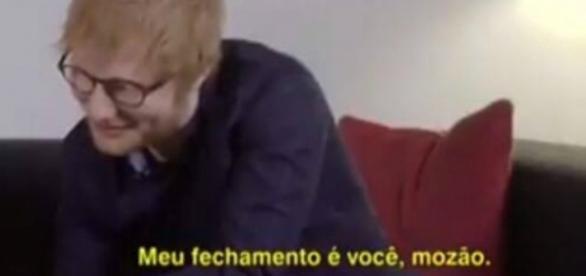 """Ed Sheeran cantando o hit brasileiro """"Deu Onda"""" (Foto: Divulgação)"""