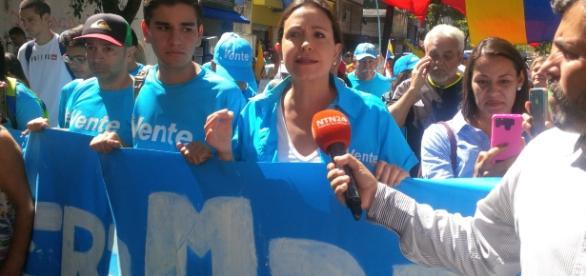 María Corina Machado cuando era entrevistada en la marcha del 23 de enero