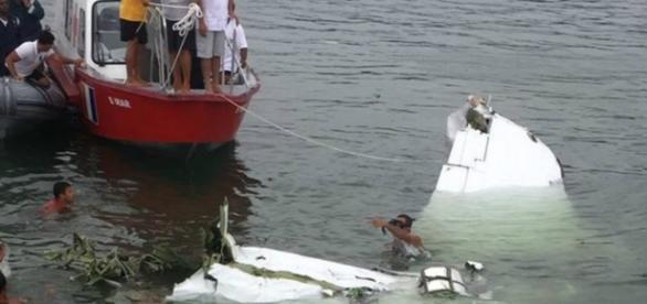 Foto do avião onde estava Teori e que caiu no mar na semana passada