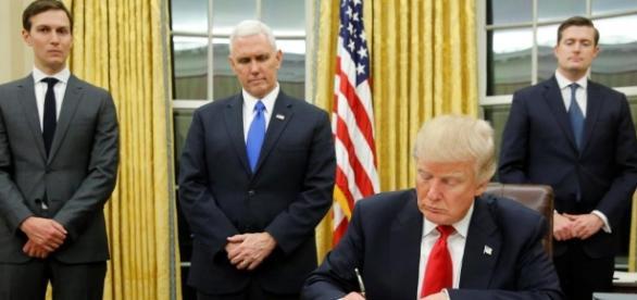 Presidente Trump assina acordo que preocupa outros países.