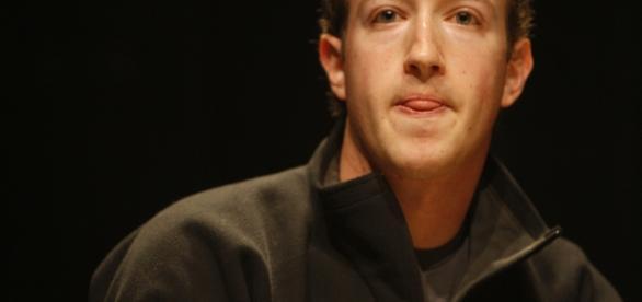 Fundador do Facebook processa mais de 100 vizinhos