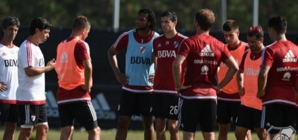 Gallardo dirige la práctica en Orlando. El plantel terminó la primera etapa en EEUU y regresa a Argentina