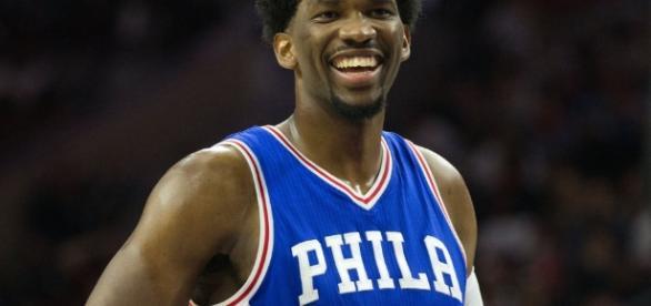 Joel Embiid y la sonrisa del jugón (vía USA Today)