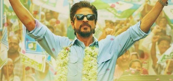 shah Rukh Khan from 'Raees' (Image credits: Twitter.com/sharibahmad964)