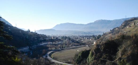 Bozen liegt inmitten eines idyllischen Tals.
