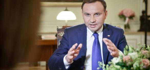 Komorowski ostro atakuje Macierewicza: Wypowiedź o Mistralach to ... - dziennik.pl