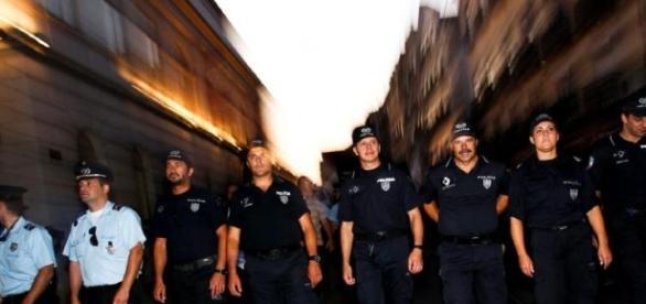 Os polícias são profissionais de primeira linha na segurança