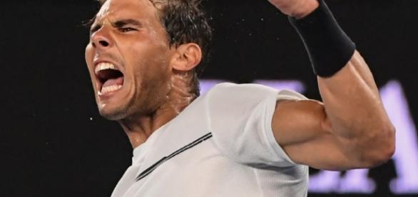 Rafael Nadal exulte après une victoire à l'Open d'Australie à Melbourne (AFP/SAEED KHAN)