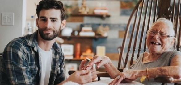 Chris Salvatore está ajudando sua vizinha no combate ao câncer - Fonte: Tá Bonito