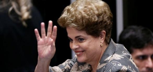Ex-presidente Dilma Rousseff viaja para Espanha e fala bobagens