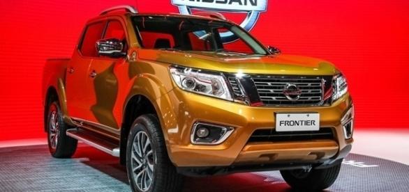Nova Nissan Frontier tem frente com nova grade grade, para-choque e faróis de LED