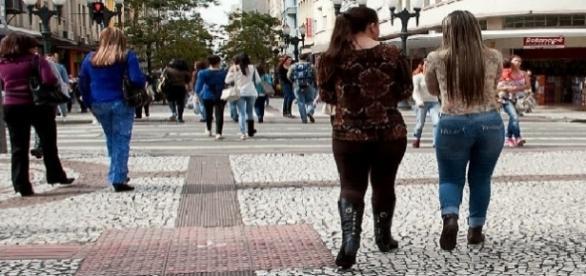 Projeto prevê multa para quem passar 'cantada', em Curitiba