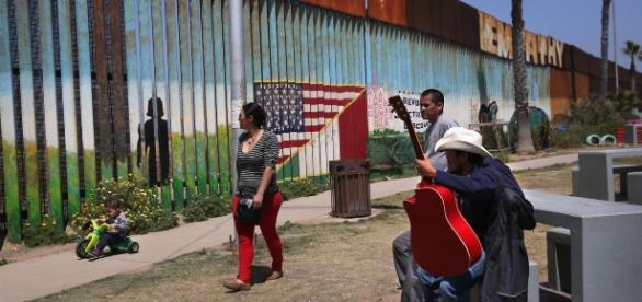 Una immagine di separazione tra Stati Uniti e Messico