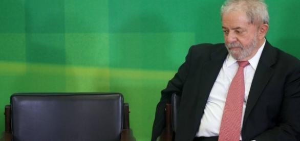 Lula recebe apoio de políticos nesse momento triste de sua vida