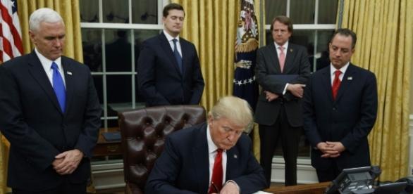 Erlässt Dekrete, stiftet Chaos: Donald Trump. (Fotoverantw./URG Suisse: Blasting.News Archiv)