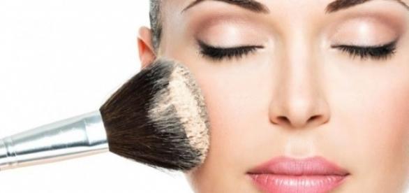 Faça a sua maquiagem durar no verão