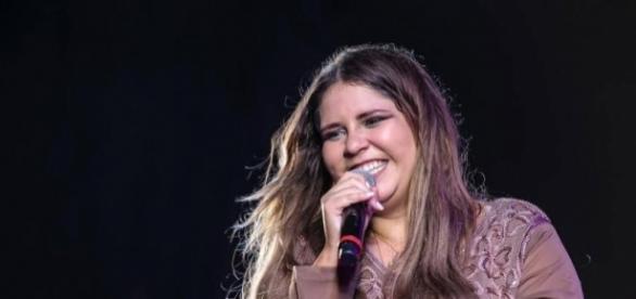 A cantora aproveitou seu esclarecimento aos fãs para desejar um feliz Ano Novo e dedicar votos de felicidades