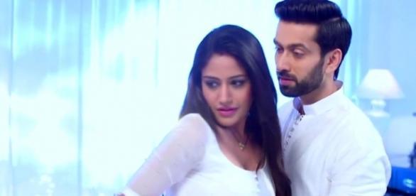 Anika and Shivaaye romance in Ishqbaaz (Youtube screengrab)