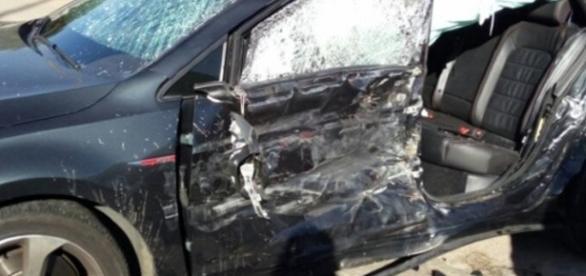 Carro de Vinícius foi destruído no acidente (Foto: Bahia Notícias)