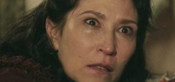 Léia acha que viu Adara no acampamento durante um passeio com Samara
